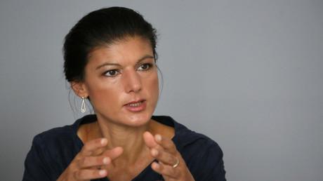Sahra Wagenknecht von der deutschen Linkspartei nimmt an einem Interview in Berlin teil.