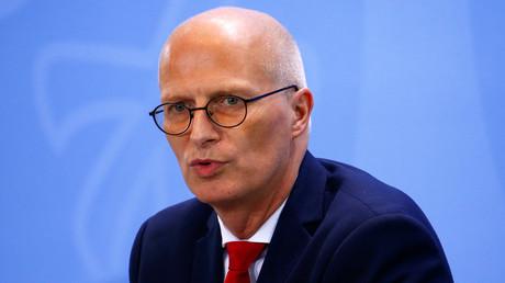 Archivbild: Peter Tschentscher bei einer Pressekonferenz im Kanzleramt nach einem Treffen der Bundeskanzlerin mit den Ministerpräsidenten zur Corona-Situation