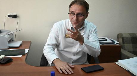 Alexander Sabajew, der leitende Toxikologe des Krankenhauses, in dem der russische Oppositionsführer Alexei Navalny vor seiner medizinischen Evakuierung nach Deutschland medizinisch behandelt wurde.