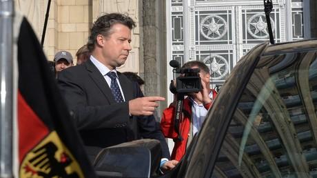 Außerordentlicher und bevollmächtigter Botschafter der Bundesrepublik Deutschland in Moskau, Géza Andreas von Geyr, nach seinem Besuch im russischen Außenministerium am 9. September