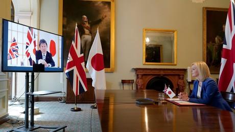 Die britische Außenhandelsministerin Liz Truss im Videogespräch mit dem japanischen Außenminister Toshimitsu Motegi