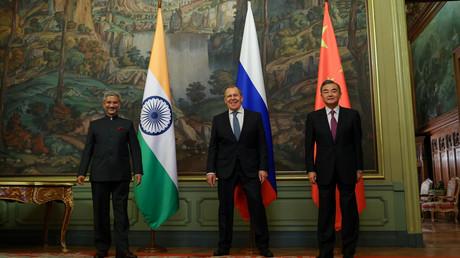 Die Außenminister Indiens Subrahmanyam Jaishankar, Russlands Sergei Lawrow, und Chinas Wang Yi bei einem Treffen in Moskau am 10.09.2020