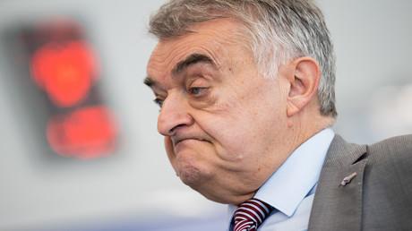 Unerfreuliche Nachrichten für den nordrhein-westfälischen Innenministers Herbert Reul (CDU)