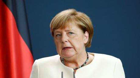 Die Bundesregierung hatte sich am Dienstag darauf geeinigt, zusätzliche Migranten von griechischen Inseln aufzunehmen, die in Griechenland bereits als schutzbedürftig anerkannt wurden. Bundeskanzlerin Angela Merkel und Innenminister Horst Seehofer hatten den Kompromiss vorgeschlagen.