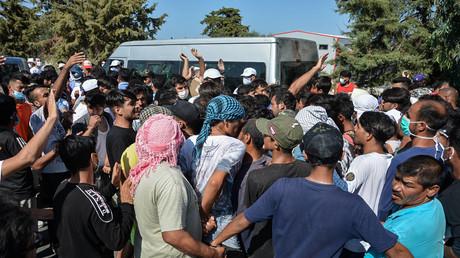 Nach dem Brand in Moria: Flüchtlinge auf Lesbos stehen für Wasser und Lebensmittel an
