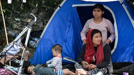 Symbolbild: Flüchtlinge auf der Straße von Mytilini, der Hauptstadt der griechischen Insel Lesbos, am 12. September 2020