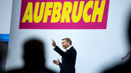 FDP-Chef Christian Lindner spricht am 19.09.2020 in Berlin auf dem Bundesparteitag: Neben dem 71. Ordentlichen Bundesparteitag hatten sich die Delegierten in einem Berliner Hotel zu einem außerordentlichen Parteitag versammelt, um Wahlen für Führungspositionen in der FDP abzuhalten.