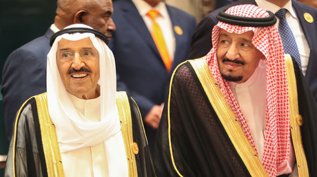 Der kuwaitische Emir Scheich Sabah al-Ahmed al-Sabah und der saudische König Salman ibn Abd al-Aziz Al Saud am 1. Juni 2019 in Mekka.