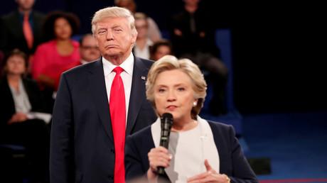 Donald Trump und Hillary Clinton während einer Debatte im Wahlkampf. (St. Louis, 9. Oktober 2016)