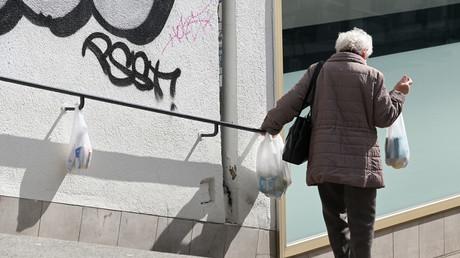 Ältere Menschen auf der Abstiegsspur in Deutschland (Symbolbild).