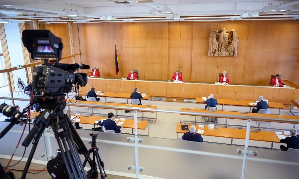 """""""Dunkelkammer Parteispenden"""" – Internetplattform Abgeordnetenwatch geht vors Verfassungsgericht"""