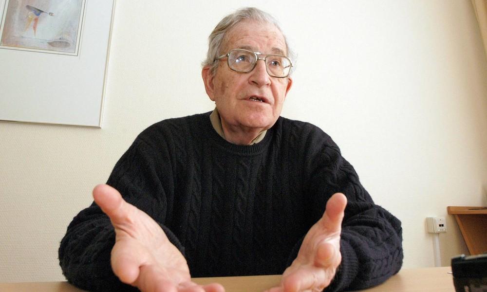 Noam Chomsky: Assange hält politische Überzeugung aufrecht und leistet Öffentlichkeit enormen Dienst