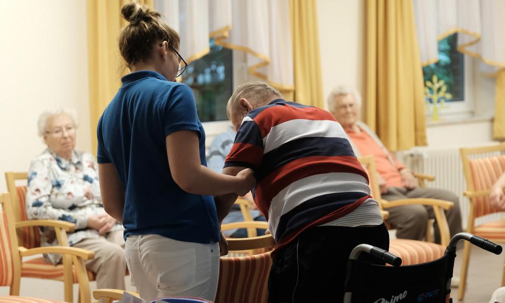Pläne für Pflegereform: 700 Euro Eigenanteil für Heimbetreuung – Kritik von SPD und Opposition