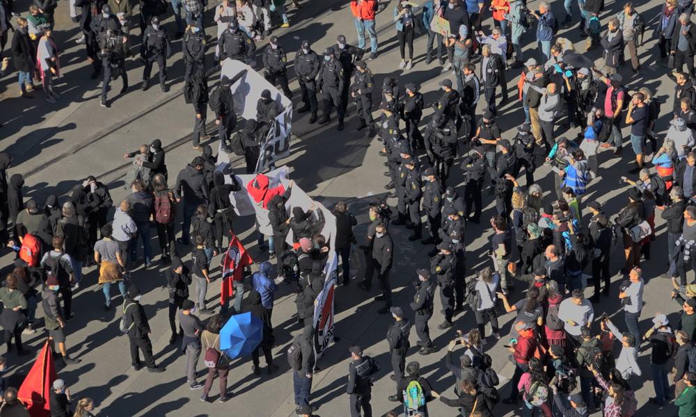 Konstanz: Demonstration der Querdenker und Gegenproteste