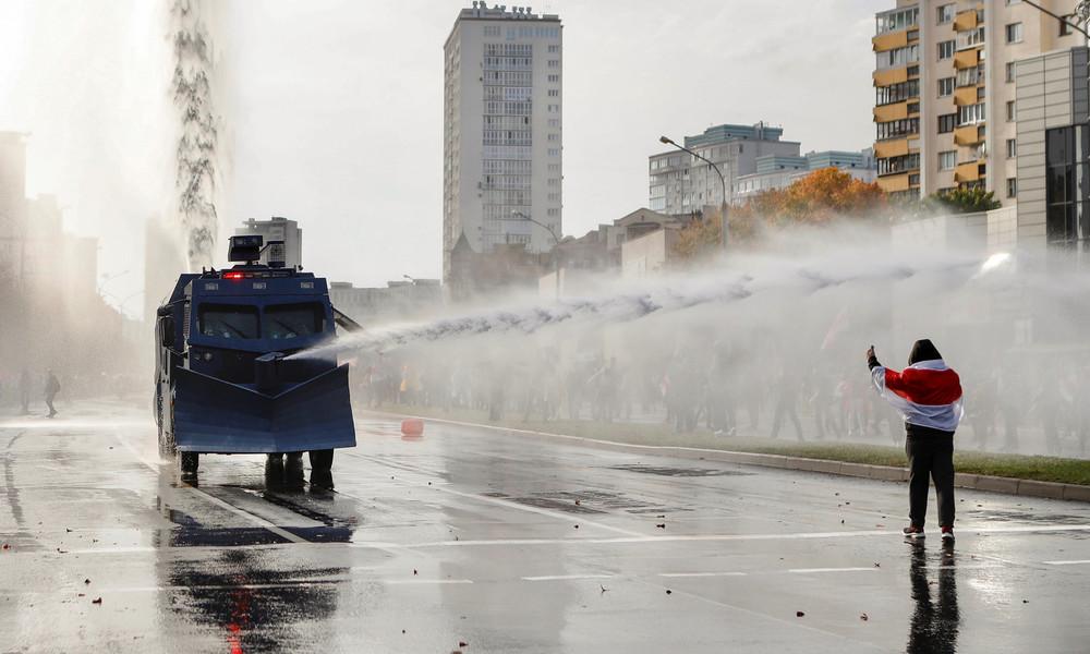 Fast zwei Monate nach der Wahl: Proteste in Weißrussland dauern an – Polizei setzt Wasserwerfer ein