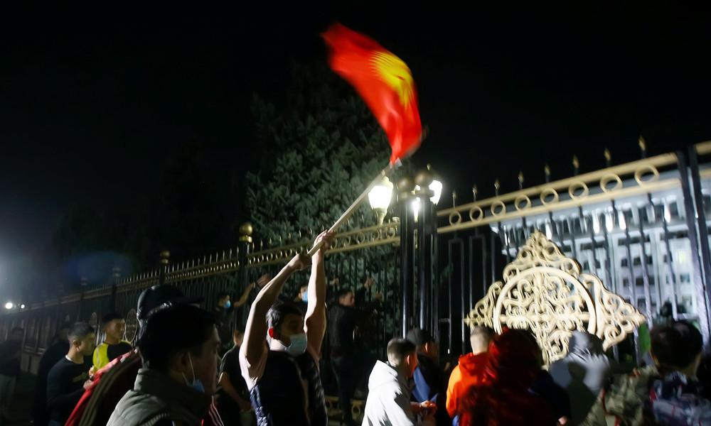 Proteste nach Parlamentswahlen in Kirgisistan – Polizei setzt Wasserwerfer und Tränengas ein