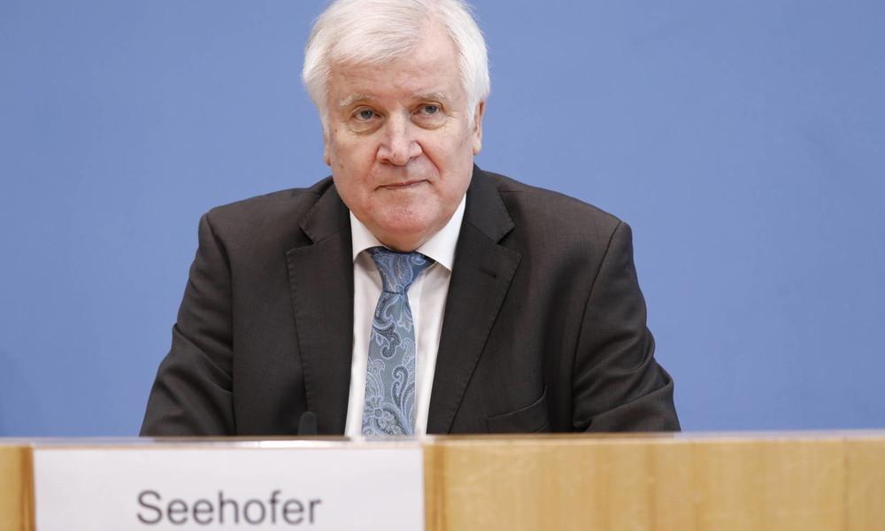 LIVE: Statement von Bundesinnenminister Seehofer vor Konferenz mit EU-Kollegen zur Asylreform