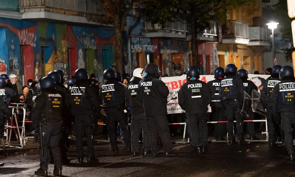 """LIVE: RT Deutsch berichtet von der Räumung der """"Liebig34"""" in Berlin"""