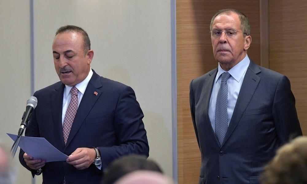 """Hat Russland die Türkei """"ausgebootet""""? Lawrow spricht mit Çavuşoğlu über Regulierung in Bergkarabach"""