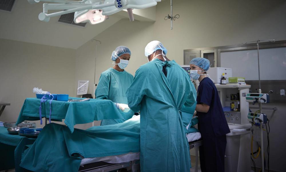 Corona: Erste Kliniken wollen wieder Operationen verschieben