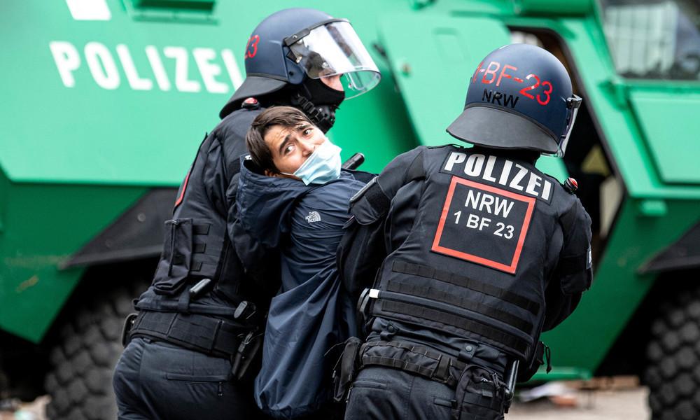 Nach Räumung von Liebigstraße 34: Journalistenverband erhebt schwere Vorwürfe gegen Polizei