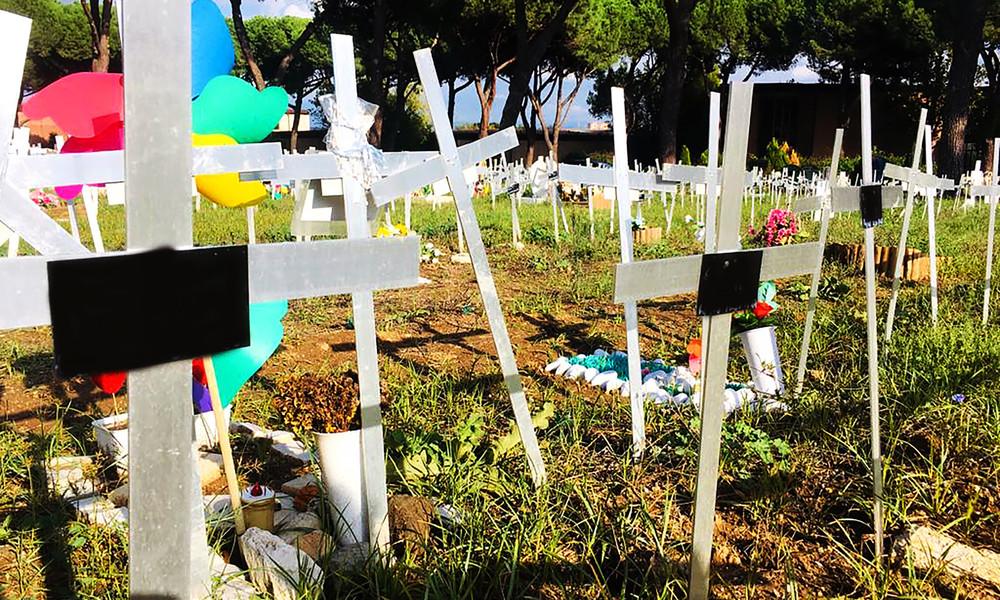 Friedhof für abgetriebene Föten in Rom entdeckt – Grabkreuze tragen volle Namen der Mütter (Video)
