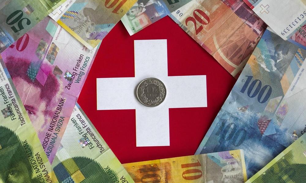 Helikoptergeld für alle: Schweizer Bürgerinitiative will bedingungslose Auszahlung von 7.500 Franken