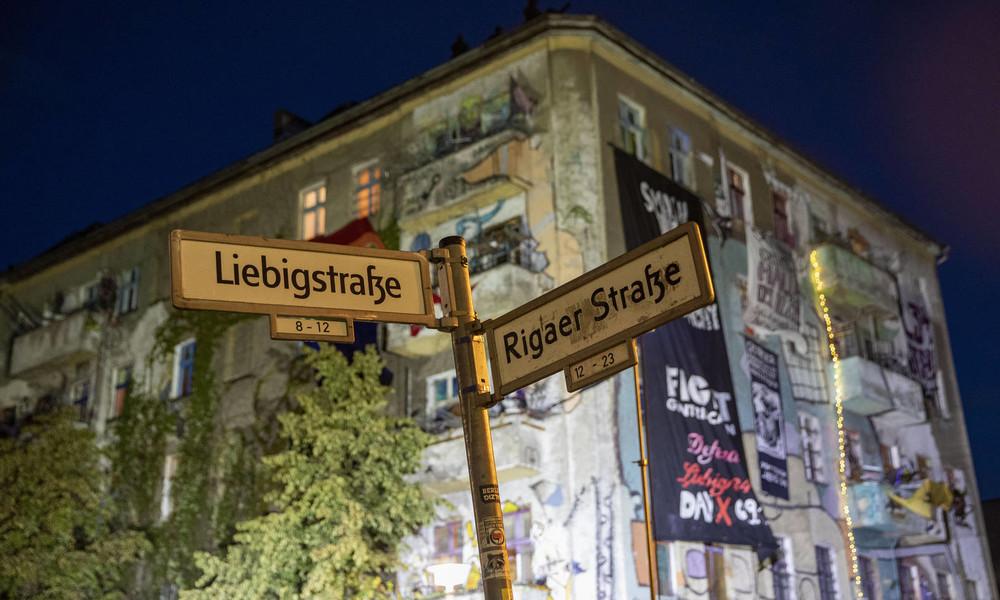 """Berlin: Feuer vor dem ehemals besetzten Haus """"Liebig34"""""""