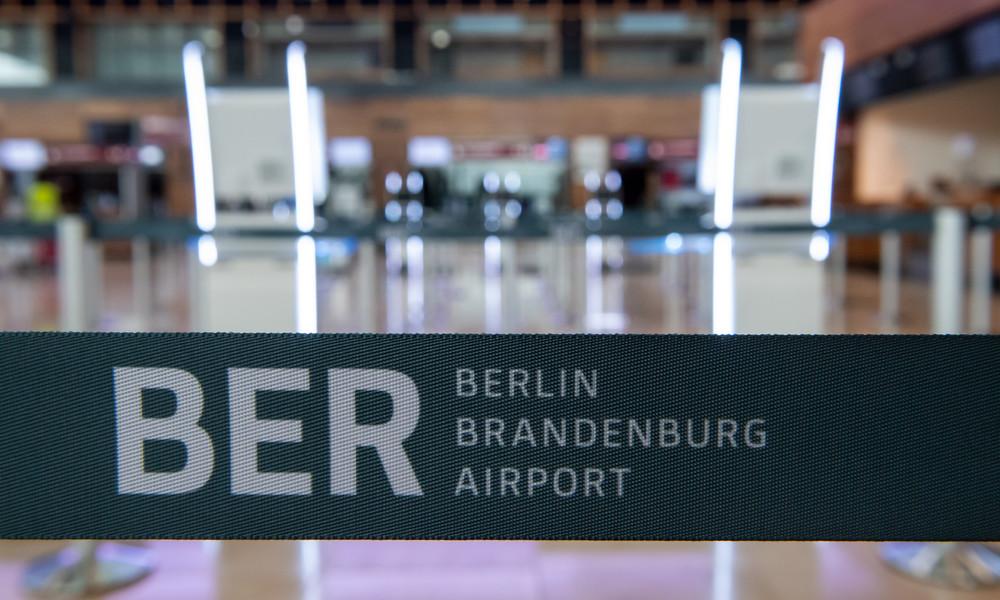 Agrarministerin Klöckner erste Passagierin: Regierungsterminal am Flughafen BER in Betrieb