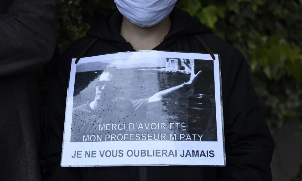 """""""Propheten gerächt"""" – Mörder von Lehrer in Paris hinterließ angeblich Audiobotschaft auf Russisch"""