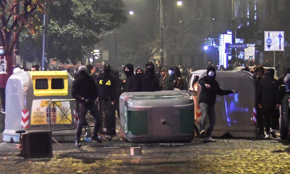Proteste gegen Corona-Ausgangssperre in Neapel – Polizei setzt Tränengas ein
