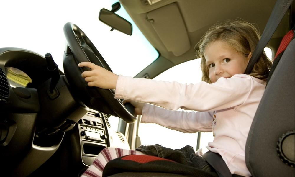 Elfjähriges Kind am Steuer mit Tempo 130: Mädchen entführt Auto ihrer Oma