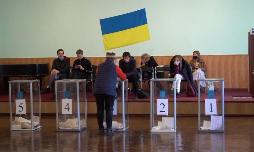 "Politologe Wladimir Sergijenko über politische Lage in der Ukraine: ""Selenskij hat versagt!"""