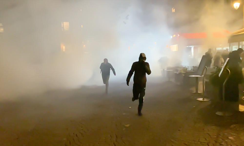 Proteste gegen neue Corona-Sperren in Frankreich: Polizei setzt Tränengas ein