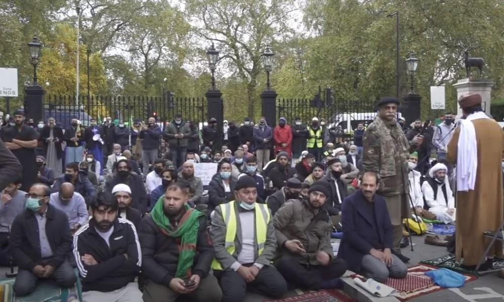 LIVE aus London: Muslime versammeln sich zum Freitagsgebet vor französischer Botschaft