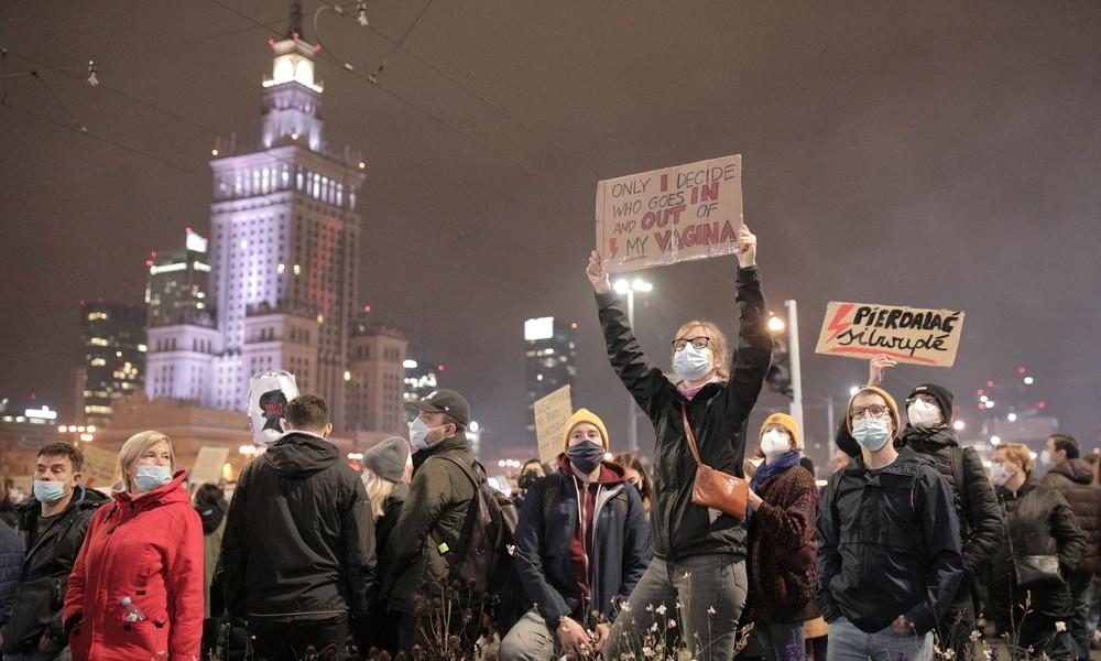 """Polen protestieren gegen Abtreibungsverbot: """"Mein Körper, meine Wahl"""""""