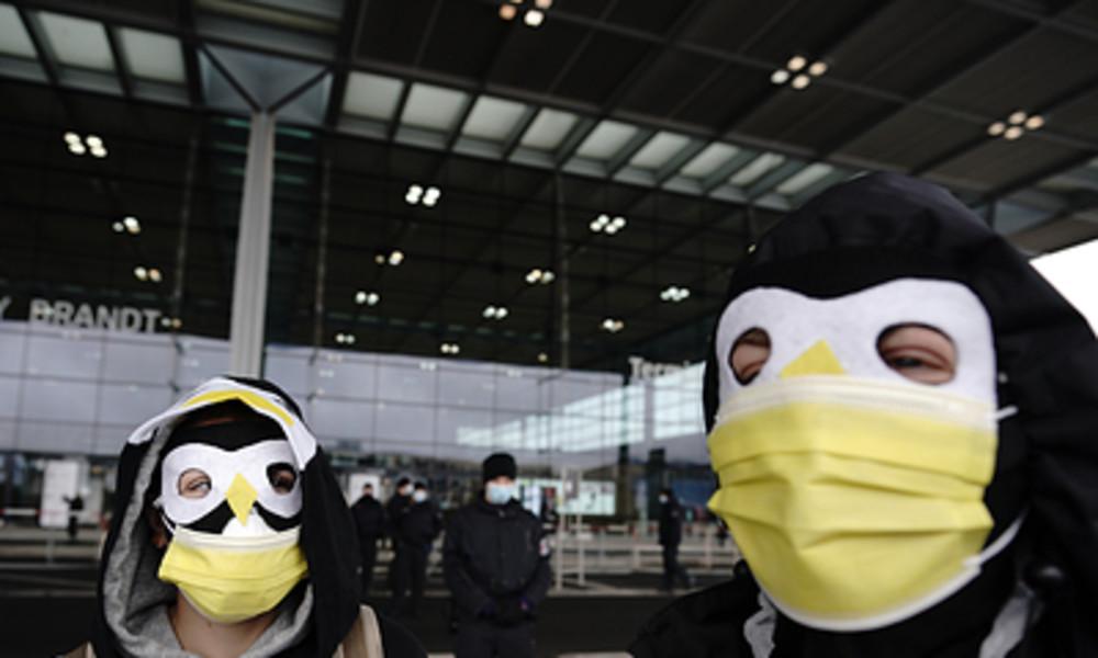 Eröffnung des Flughafens BER: Klimaaktivisten mit Störaktionen