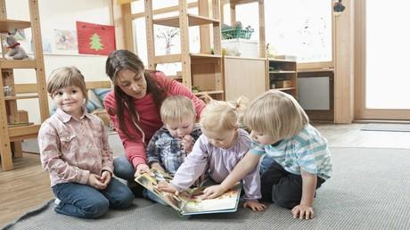 In Deutschland besuchen drei von vier Kindern eine Kita oder eine Krippe mit zu wenig Personal (Symbolbild).