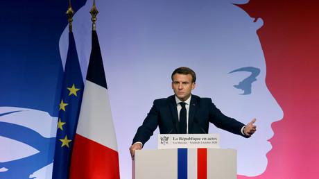 Der französische Präsident Emmanuel Macron hält in Les Mureaux eine Rede zur Präsentation seiner Strategie zur Bekämpfung des Separatismus.