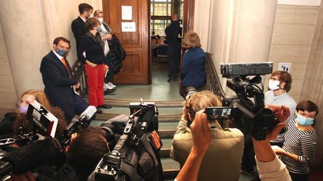 Journalisten vor dem Gerichtssaal. Beginn des Prozesses um den Mord im Kleinen Tiergarten in Berlin am 7. Oktober 2020.