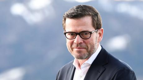 Laut abgeordnetenwatch.de soll Guttenberg Kanzlerin Merkel bei ihrem Einsatz für Wirecard während einer China-Reise beraten haben.
