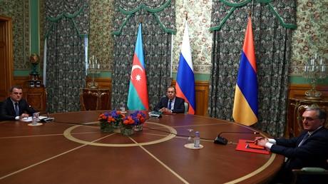 Armenien und Aserbaidschan vereinbaren Waffenruhe in Bergkarabach