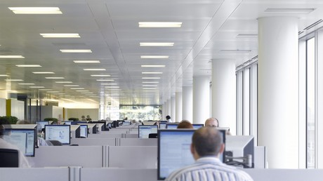 Ein Großraumbüro ist in vielen Branchen nach wie vor üblich.