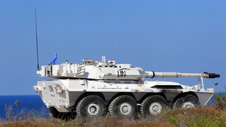 Ein gepanzertes Fahrzeug der UN-Friedenstruppen (UNIFIL) ist in Naqura im Südlibanon unterwegs.