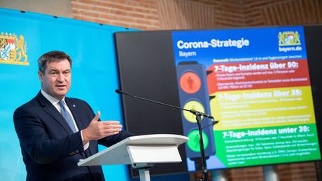 Markus Söder (CSU) präsentiert die Corona-Strategie auf einer Pressekonferenz in München.