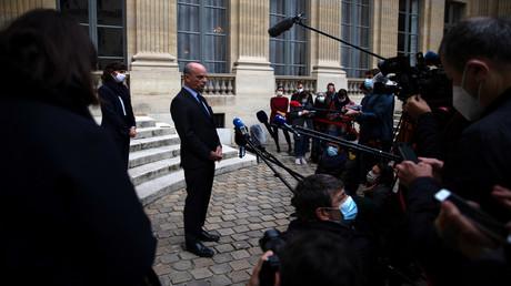Der französische Minister für Bildung, Jugend und Sport Jean-Michel Blanquer spricht am 17. Oktober 2020 vor den Medien in Paris. Am Vortag war ein Lehrer von einem Angreifer enthauptet worden, der in Conflans-Sainte-Honorine, 30 km nordwestlich von Paris, von Polizisten erschossen wurde.