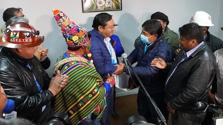 Glückwünsche für Luis Arce, früherer Wirtschaftsminister Boliviens unter Evo Morales, zum haushohen Wahlsieg der MAS-Partei. 19. Oktober 2020