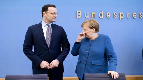 Bundesgesundheitsminister Jens Spahn und Bundeskanzlerin Angela Merkel am 11. März 2020 in Berlin. (Archivbild)