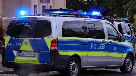 Polizeiauto in der Dresdener Innenstadt: Der Fall der tödlichen Messerattacke wirft Fragen auf.