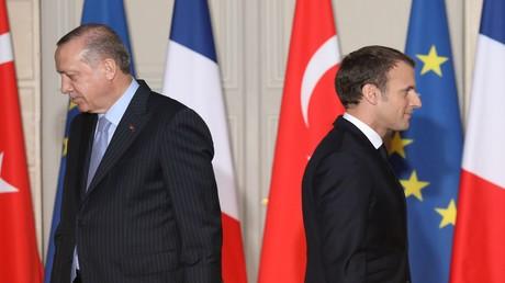 Archivbild vom 05.01.2018: Der türkische Präsident Recep Tayyip Erdoğan und der französische Staatschef Emmanuel Macron in Paris.